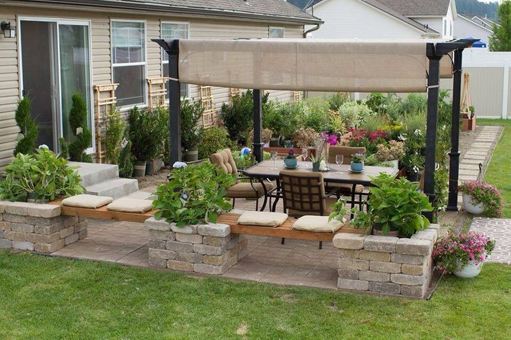 Patio design neat knee wall get out pinterest for Small patio plant ideas