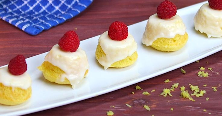 [shortcode-print-recipe]Who says all your baking needs to be from scratch? This recipe used a box of cake mix to make stunning bite-sized cakes that look like they belong in a bakery window!Not only are these cakes easy to make, but this recipe makes tons of little cakes, so