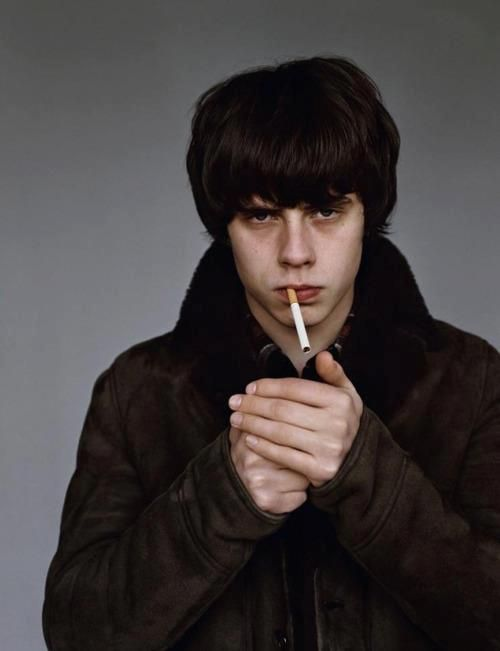 Jake Bugg, the first guy to make smoking attractive since the 80's!