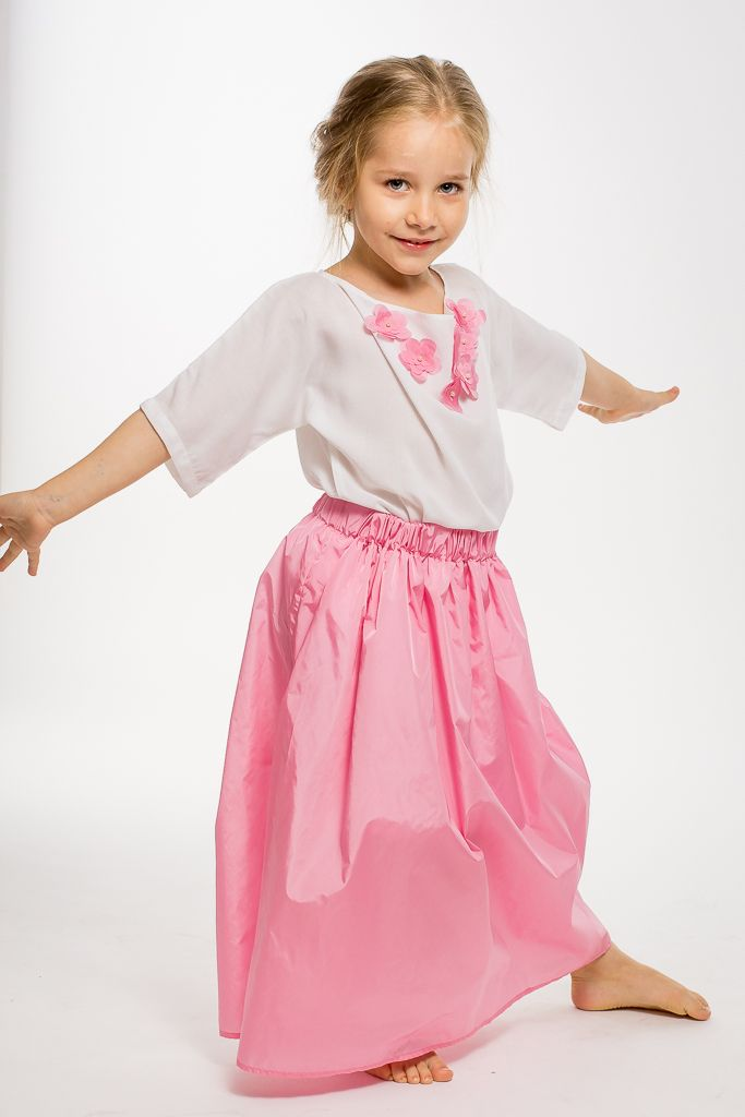 A red carpet outfit for little girls. Two pieces who can also be worn separately in casual looks with proper styling. Designed with love from Designers for kids