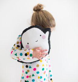 Boe! Met dit lieve spook kussen van A Little Lovely Company zal je kindje niet meer bang zijn voor spoken.