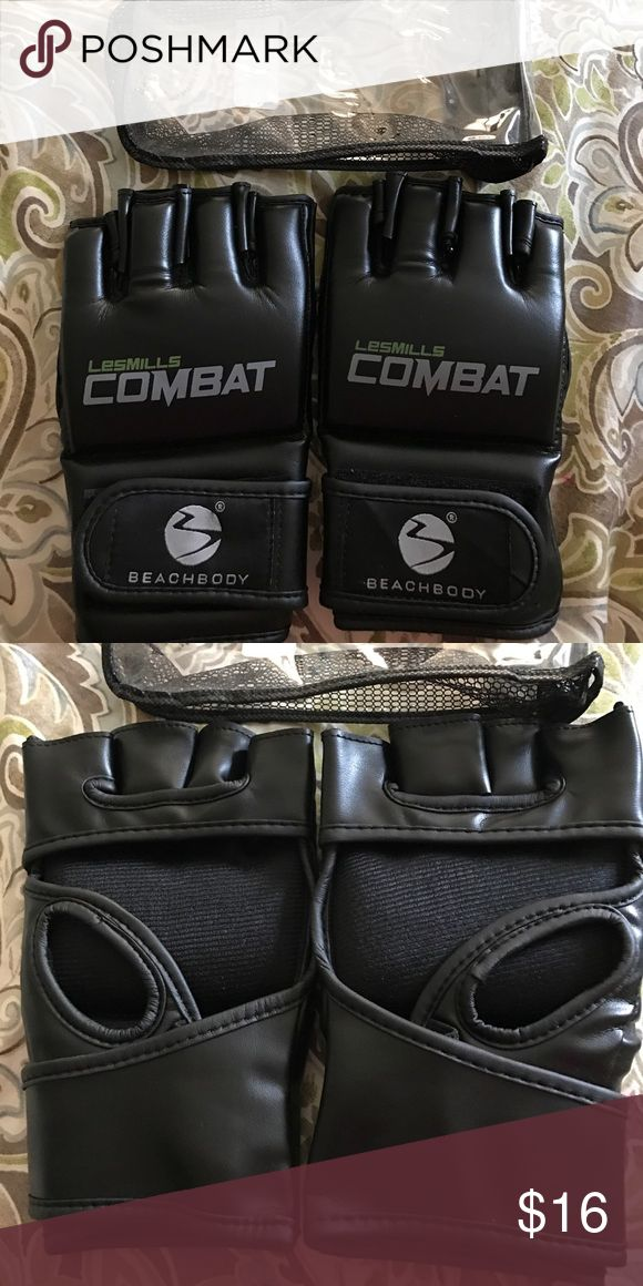 Les mills combat gloves Beachbody les mills combat gloves, never used, come in a clear little carrying case Beachbody Accessories Gloves & Mittens