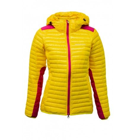 Meet the Silvertip Jacket from Peak Performance in stylish yellow; a new sleek and sporty ski liner for the style-conscious skiier. Peak Performance used highly insulating duck down for optimal thermal protection and put extra padding where you need it most. The intelligent ThermoCool® padding regulates your body temperature so you feel comfortable and dry whether you're working hard in remote backcountry terrain or downhill skiing.