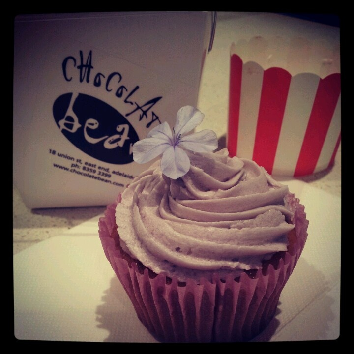 Thank you Chocolate Bean for this delicious Lavender Cupcake ... Vegan of course! :-)