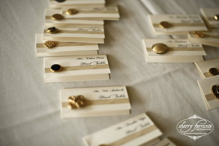 Omg can't get over these homemade wedding place cards. buttons!