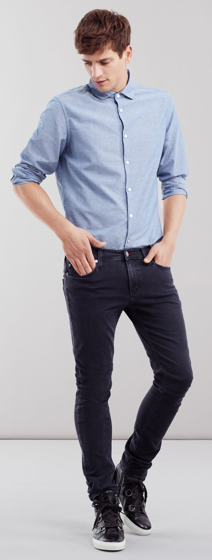 Nothing looks fresher on a man that some classic dark denim jeans and a simple, powder blue button-down. The way you style it can make it look as casual or as dressy as you need it to be.