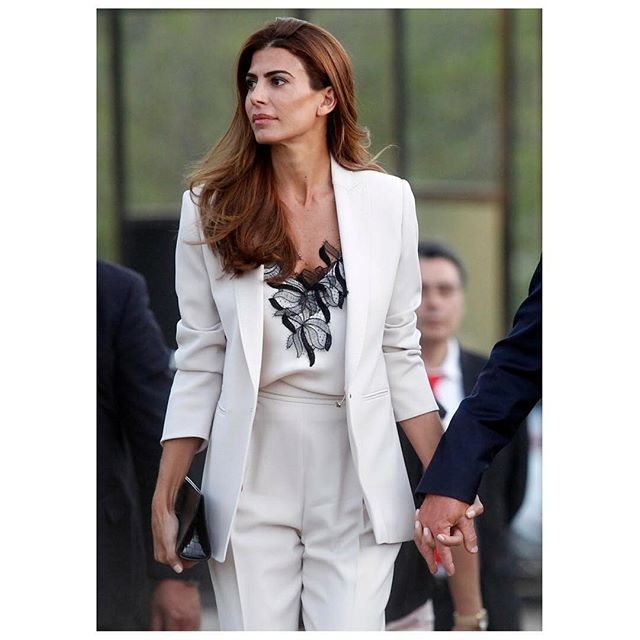 Spotted in white, the First Lady of Argentina @juliana.awada wears #MaxMara while visiting Chile. #MaxMaraWomen