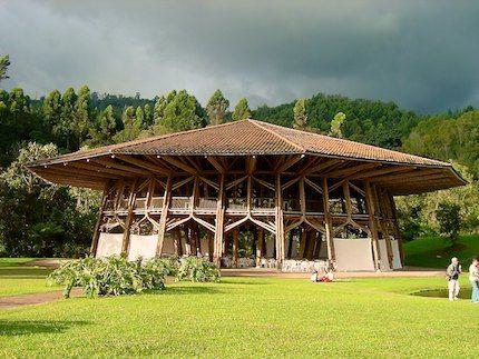 Pabellon Zeri, estructura en Guadua (Bambú), material de construcción típíco de la región. Manizales - Colombia