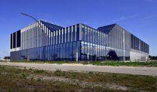 Prachtige foto van het uiterst duurzame distributiecentrum van Alcoa Architectuursystemen in Harderwijk. Hercuton heeft dit gebouw turn-key gerealiseerd in opdracht van WDP Nederland.