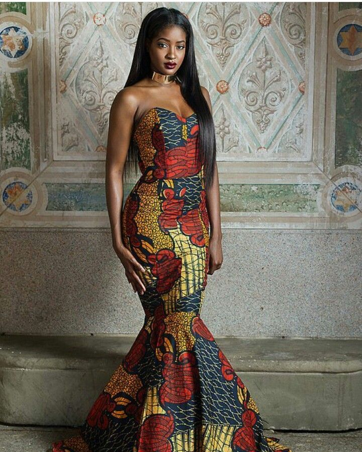 Mermaid dress with sweetheart neckline, wit lh African print