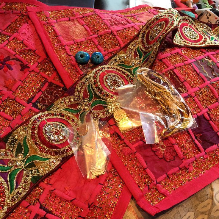 Zwei Kissen, eine Tasche mit iranischen Wurzeln,...