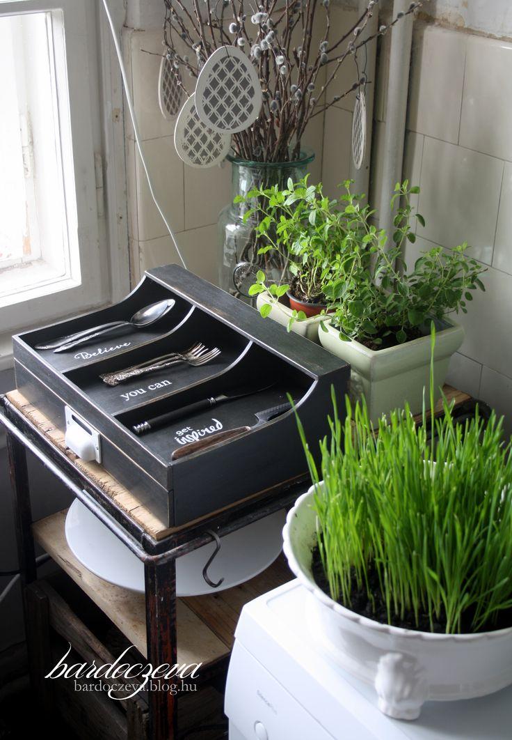 black cutlery box (kitchen design) - PURE DESIGN by bardoczeva  #pentart #pentacolor #hungary #dekorpaint #chalkpaint #black #umbra #antiquepaste #cutlerybasket #cutlerybox #fekete #antikolt #evőeszköztartó #kézzelfestett #handpainted #chalkpaint