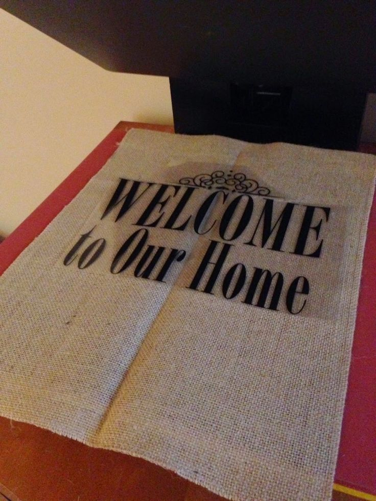 Tutorial on how to put vinyl on burlap. The trick is to use heat transfer vinyl!