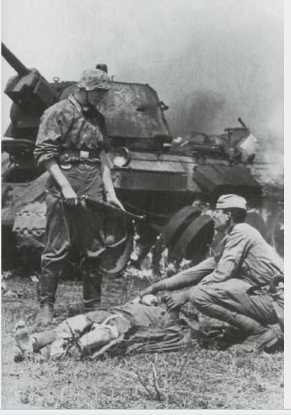 Soviet prisoners of war in a T-34 tank. The photo presumably shows the events that occurred after being shown on other photos.