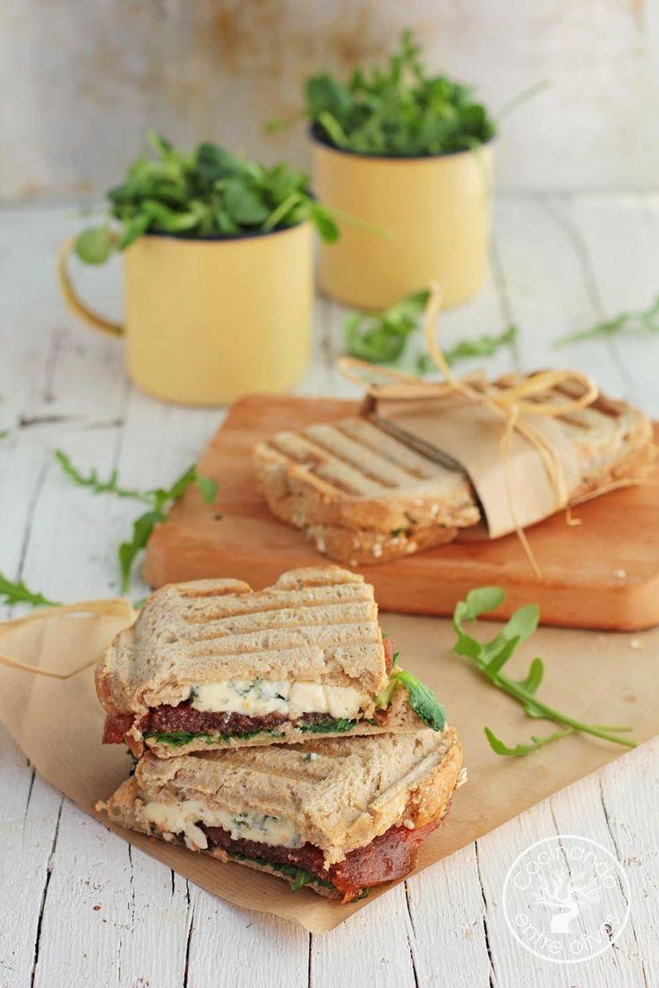 Cocinando entre Olivos: Sándwich de queso azul, membrillo y rúcula. Cenas rápidas y fáciles.
