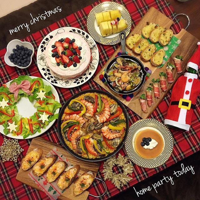 🌟Christmas eve🌟 * 昨日は家族だけでクリスマスパーティー🎄💕 私の食べたいものをひたすら作って食べて…食べて…お腹いっぱい😋😋そして寝る😴💤💓あぁ〜幸せ💓 * 今日の夜は実家でクリスマス🎄💕 * 素敵なChristmasを…💫 ✴︎ ✴︎ #クリスマス#クリスマスパーティー#パーティー #パエリア#クリスマス料理#クリスマスレシピ #ホームパーティー#リースサラダ#えびぱん #アヒージョ#ガーリックトースト#いちごムースケーキ #ブルーベリー#パイナップル#チーズケーキ #生ハム#ダイソー#クッキングラム#LINクリスマス @lin_stagrammer#KURASHIRU#デリスタグラマー #イベント料理はコチラ