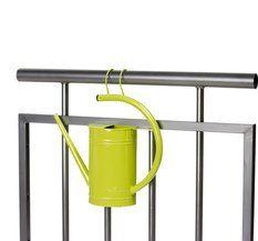 """Vattenkanna """"CanCan"""" gul. Vattenkanna för balkong eller terrass. Kan med fördel användas som luft fuktare inomhus hängandes på element.   Färg gul. 199:-  www.prydnadsrummet.se"""