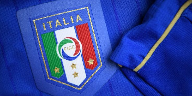 A picture taken on April 21, 2016 in Paris, shows the jersey of the Italian national football team for the UEFA Euro 2016 European football championships.  / AFP / FRANCK FIFE        (Photo credit should read FRANCK FIFE/AFP/Getty Images)