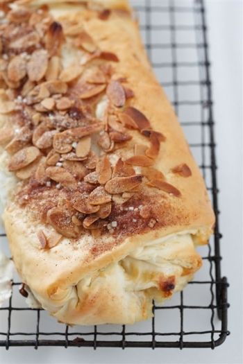 AUSTRIA: Apple Strudel