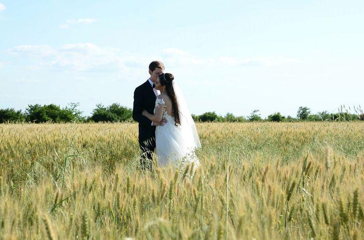 My dream wedding - field - Rhea Costa dress