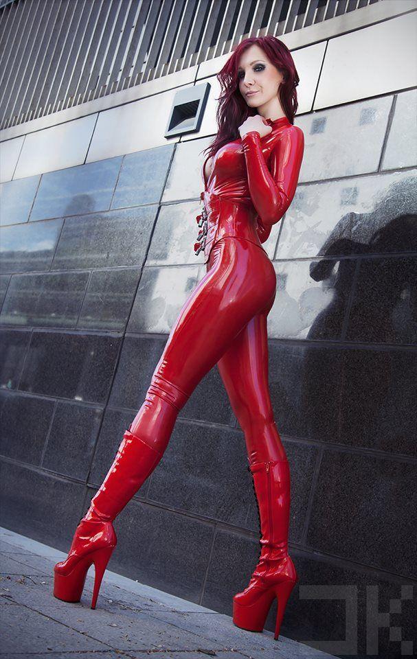 Sexy Milf Fetisch Model geht Limp