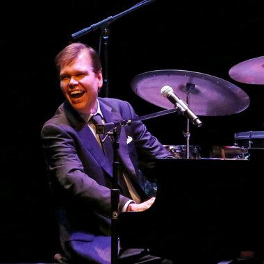 If you've always had a special affection for the musical genre that carries with it an air of timeless sophistication and swing, you won't want to miss Alex Leonard, who's been recognized as an ingenious virtuoso pianist/vocalist/ actor.
