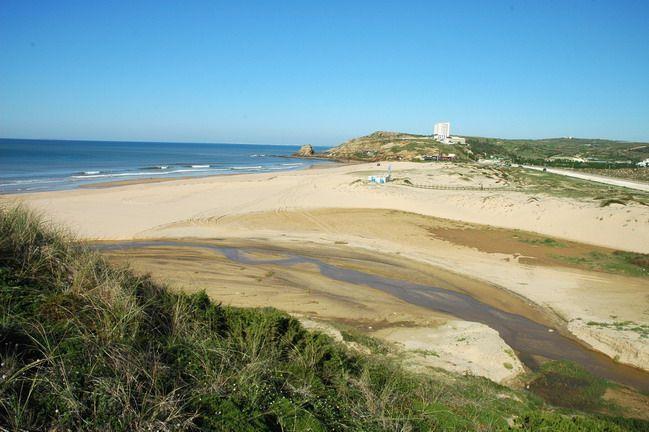 Praia de Santa Rita  Najlepsze i najpiękniesze plaże wokół Lizbony – mapa + informacje: http://infolizbona.pl/?p=1640 Jak dojechać na plaże w Lizbonie i okolicach [Mapa + aktualne ceny]: http://infolizbona.pl/?p=2712