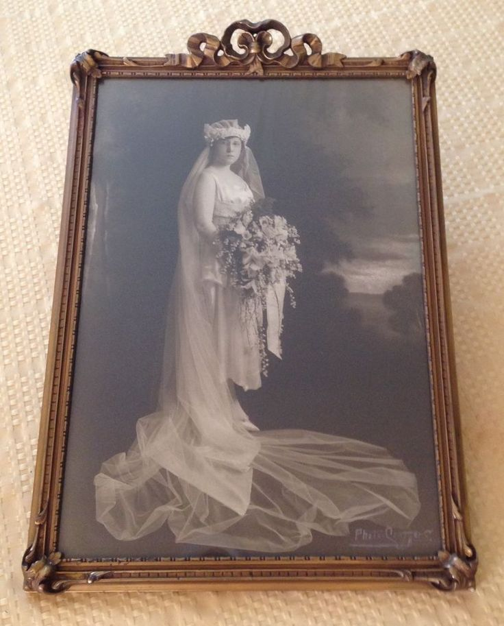 ANTIQUE VICTORIAN BRIDE PHOTO in CARVED WOOD