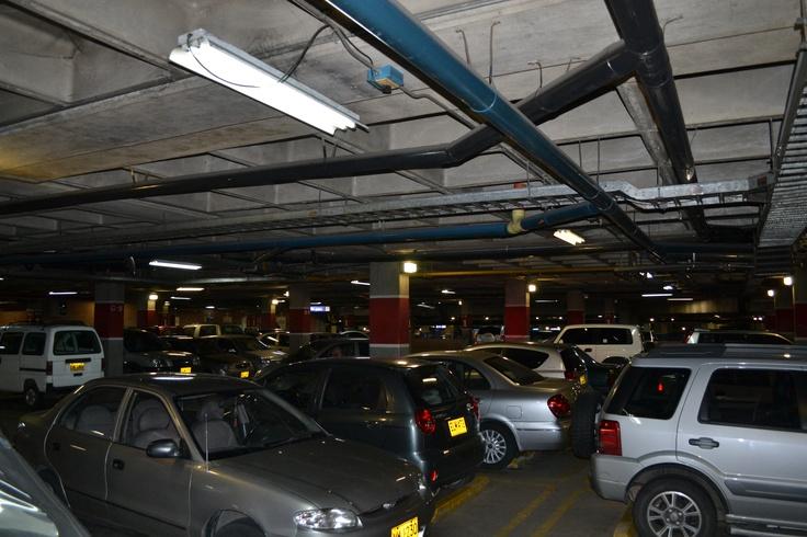 Antes del día sin carro 2012 en Medellín. Lugar: Parqueadero Centro Comercial Unicentro. Fecha: 19 de abril de 2012 - 5:33pm