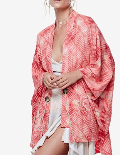 Complete your look the chic and sleek way: a kimono.