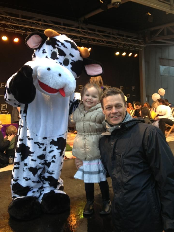 #COWZAT! Author Bruce Atherton with his daughter Emmy and a new #friend at The Reading Hour launch event in #Melbourne last week!