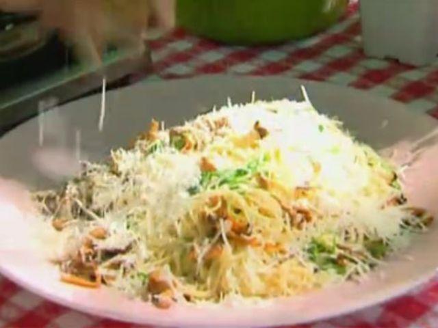 Spaghetti med kantareller, trumpetsvamp, parmesan och rucola (kock Markus Aujalay)