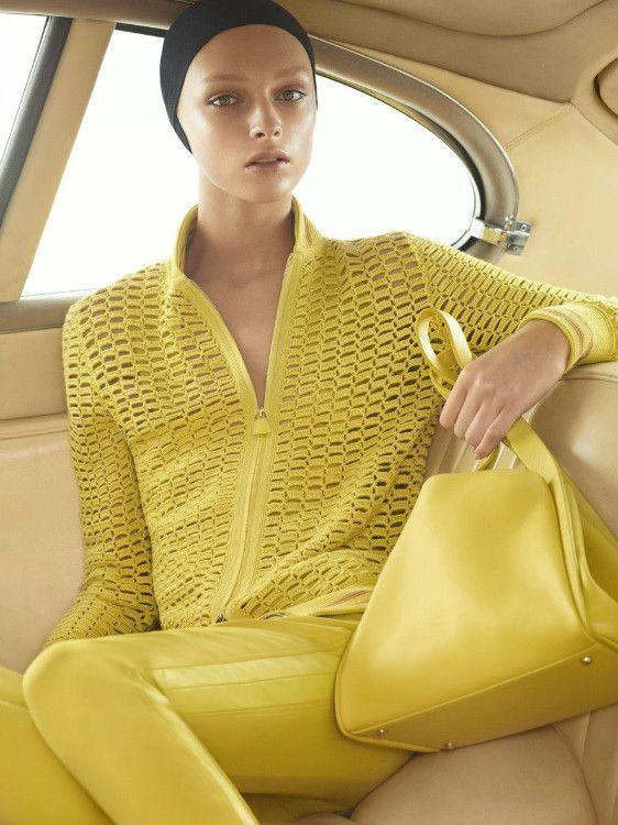 Casaco amarelo de crochê,belíssimo!