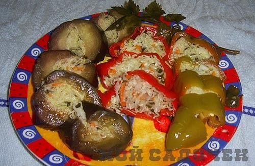 Овощи фаршированные капустой в рассоле http://mysadzagotovci.ru/ovoshhi-farshirovannye-kapustoj-v-rassole/  Каждая хозяйка должна уметь консервировать овощи, ягоды и фрукты. Соленья и прочие консервы, которые приготовлены самостоятельно, в любоевремя порадуют вас и ваших близких, главное соблюдать определенные советы и рекомендации. Предлагаем вашему вниманию быстрый рецепт приготовления фаршированных баклажанов и сладкого перца. Состав: баклажаны (средние) 5-6 шт, сладкий перец 5-6 шт…