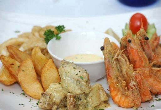 Ladies, it's time to take a break from kitchen duties! And we know it won't be difficult to twist hubby's arm when he sees our Wednesday Seafood Special!  Tiger prawns pan fried in garlic butter, calamari and a portion of grilled line fish served with traditional tartar sauce, side salad and French fries. See you a little later!