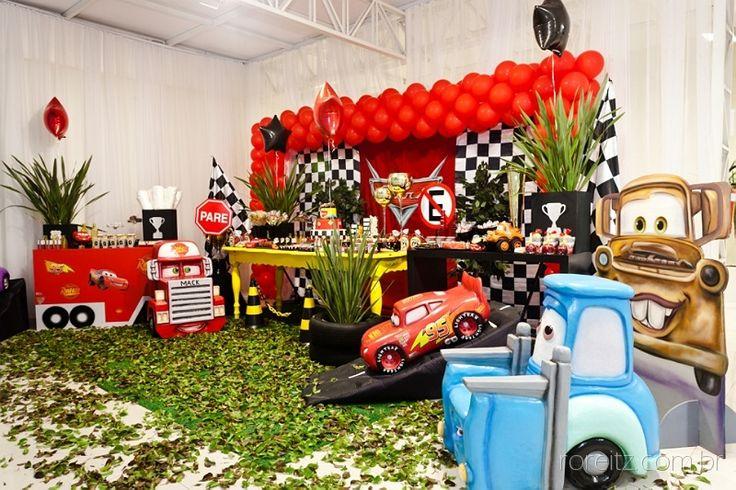Carros, tema infantil da Disney que faz muito sucesso entre as crianças!! Decoração de festa linda para seu menino! Sua festa também pode ficar ainda mais completa com o aluguel de nossos opcionais.
