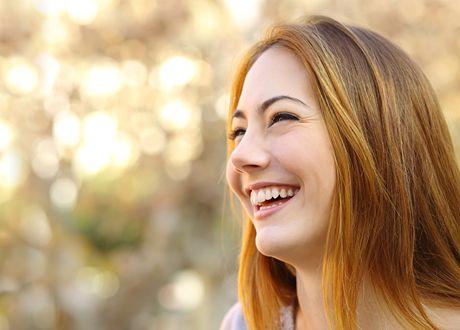Lycka är ett gäckande mål. Alla verkar ha det men vore det så lätt skulle ju hela världen vara lycklig – och vi skulle inte behöva fortsätta söka efter den... Eller?  Lyckligtvis finns forskning på området. Här är sju vetenskapligt uppbackade tips för hur du ökar din lycka.
