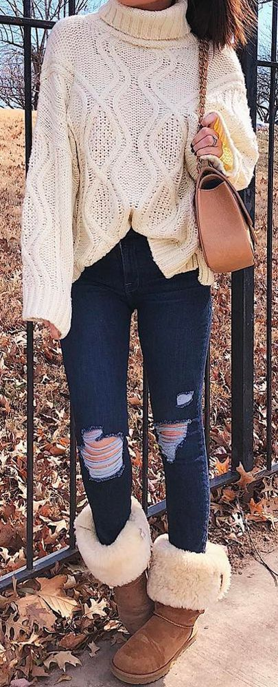 Comfy casual outfit with UGG boots: jeans and oversized sweater. Outfit for fal and winter season. Emily Ann Gemma, The Sweetest thing Blog, Most popu…
