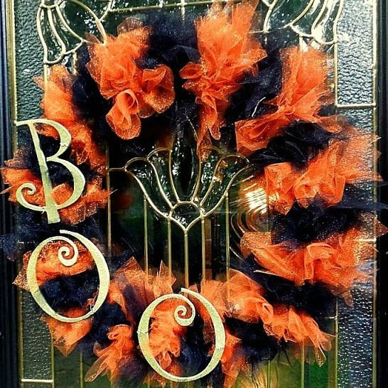 A sparkly glittered Halloween wreath DIY ~Made a version of this w/black and green tulle and painted letters w/glitter orange spray paint--CUTE!!
