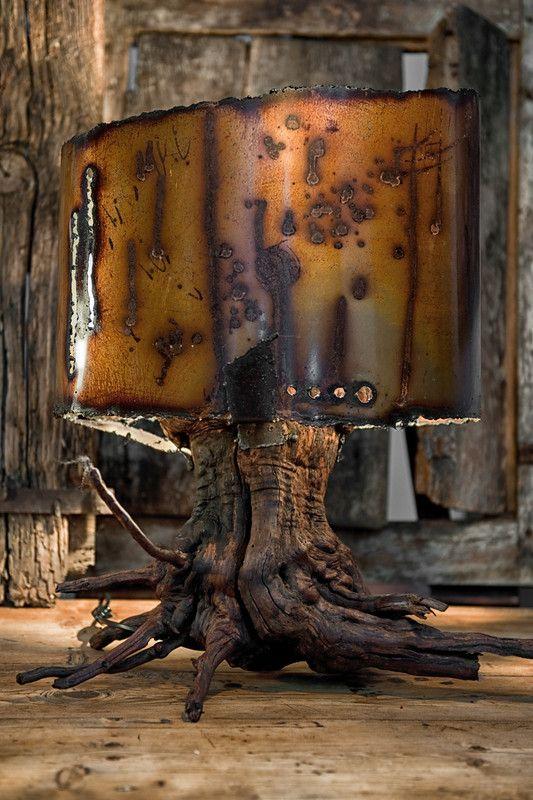 lampe design en métal rouillé et bois