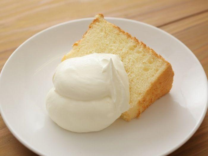 ケーキに欠かせない生クリーム。定番のショートケーキのほか、パウンドケーキやプリンなど、いろいろなスイーツに華を […]
