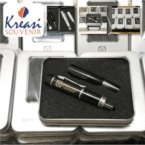 Flashdisk Pulpen Souvenir - Pemesana Flashdisk Pulpen Custom untuk Souvenir Promosi di Jakarta. Flashdisk bentuk Pulpen Grafir promosi.