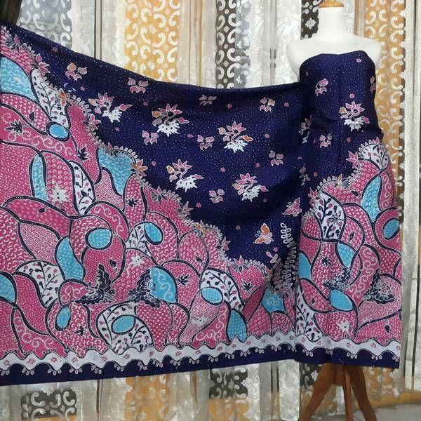 toko kain batik di balik papan