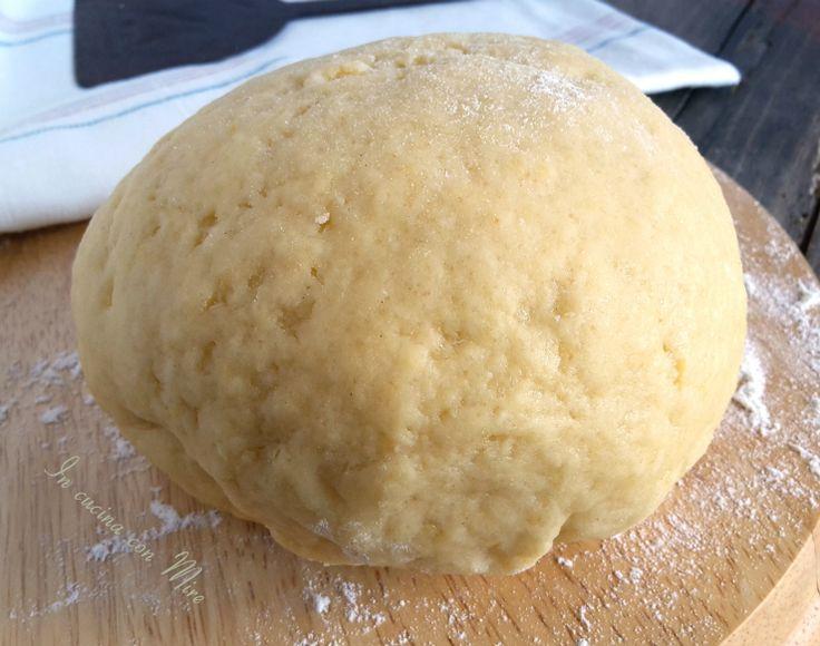 #ricetta #gialloblogs #ricettebloggerriunite Pasta frolla al limoncello | In cucina con Mire