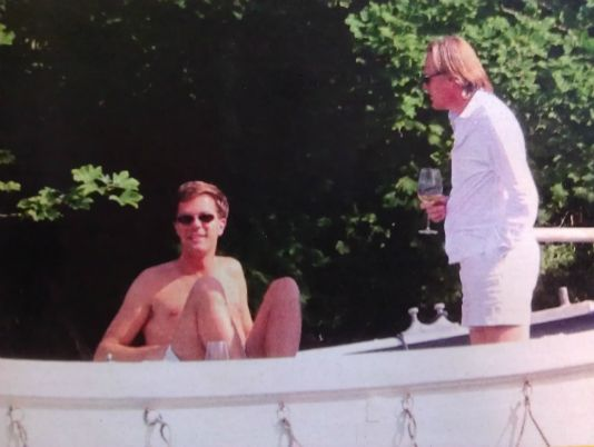 In Dutch magazine 'Privé' a picture of the prime minister Mark Rutte and journalist and tv presenter Jort Kelder