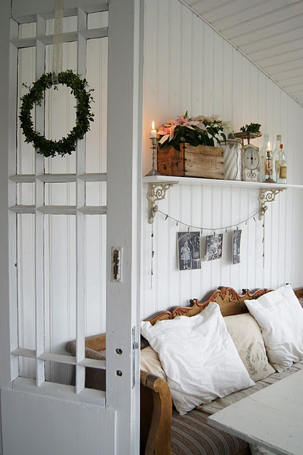 Scandinavian bench, cushions & wreath ~ lovingly repinned by www.skipperwoodhome.co.uk