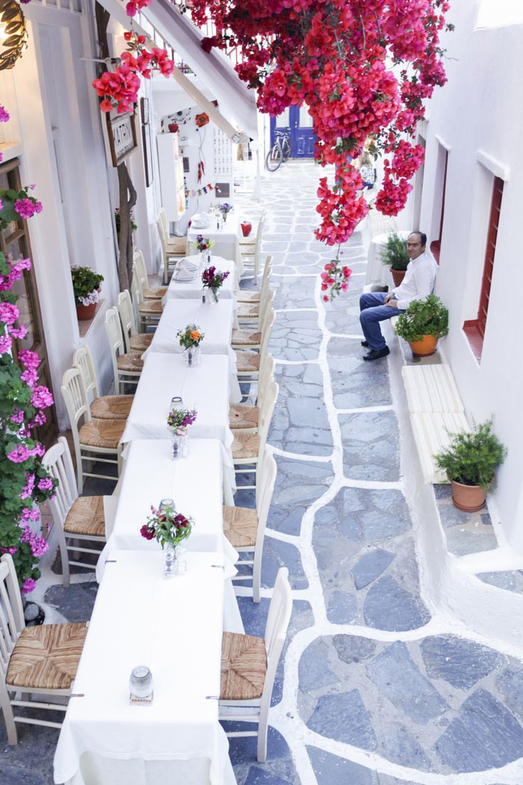 Pretty taverna in Mykonos, Greece| http://www.greeceviewer.com/odigos/en/Mikonos