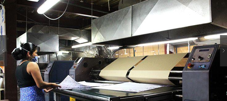 Estampados textiles  En nuestra planta de estampado (libre de plomo y ftalatos)  maquilamos estampado textil en pulpos automáticos de hasta 16 brazos, ofreciendo una superficie de impresión máxima de 38x50cm.