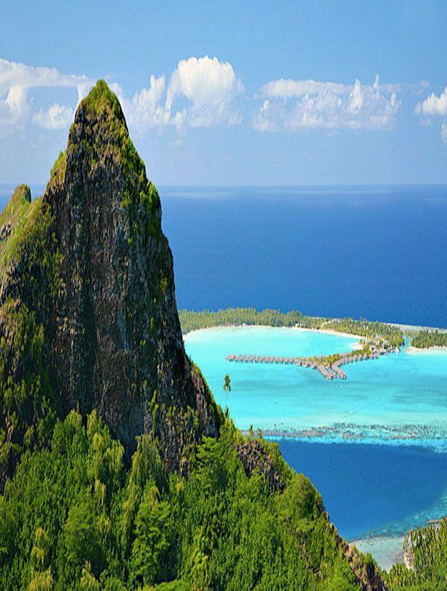 Bora Bora   plage, vacances, séjour, île, paradisiaque. Plus d'idée sur http://www.bocadolobo.com/en/inspiration-and-ideas/