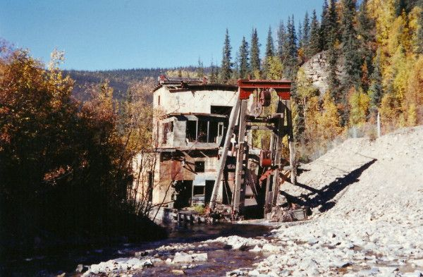 Until September 2007 this gold dredge sat alongside the Taylor Highway between Dawson City, Yukon and Tok, Alaska. Due to its deteriorating condition and safety concerns, the Bureau of Land Management (BLM) had it removed. Some major parts were set up as an interpretive display near the Chicken post office, but the majority of it went to the Tok garbage dump.
